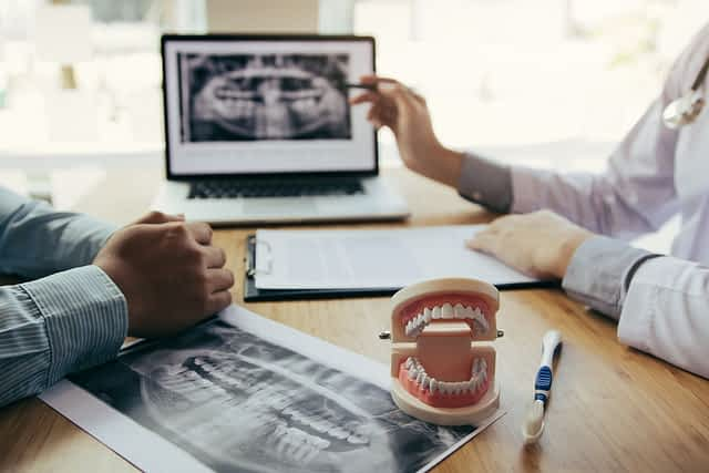 Como é feito um implante dentário Grupo Lien