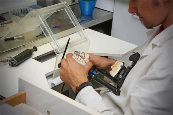 Laboratório Próprio | Grupo Lien: Clínica Odontológica Completa